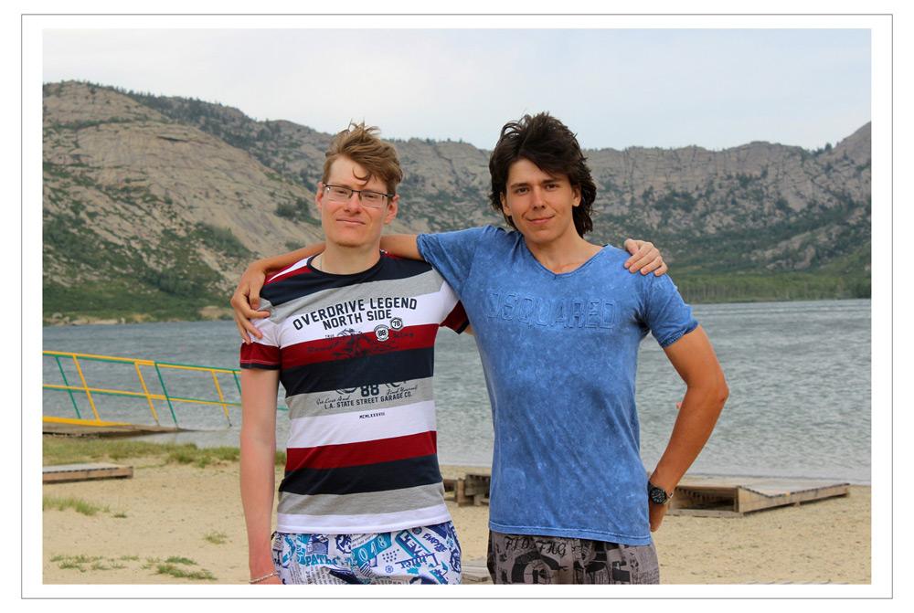 Эдвард Бедарев и Владислав Павлов на отдыхе на Сибинских озёрах