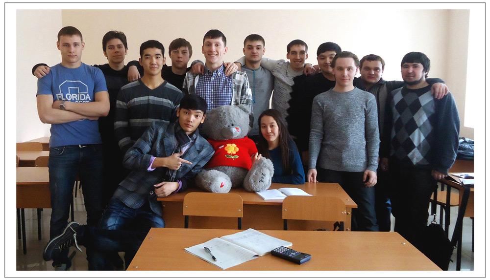 Эдвард Бедарев со своей студенческой группой